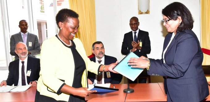 Irene Muloni, Minister of Energy and Minerals in Uganda (left), and Rajakumari Jandhyala, CEO of Yaatra Ventures (right), and representative of the Albertine Graben Consortium, meet in Entebbe to sign the Project Framework Agreement (PFA).