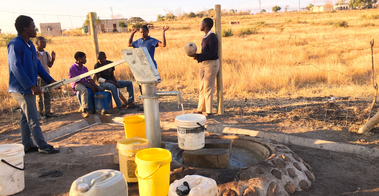 Accessing community water, district of Manzini
